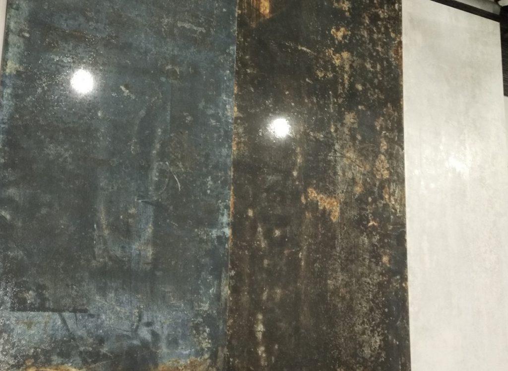 Dlažba a obklady v designu kovu